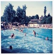 Bis zur Hallenbad-Eröffnung 1973: die Frauenfelder Männerbadi auf der hinteren Badiwiese. (Bild: Fotogruppe Quartierverein Ergaten-Talbach)