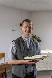 Piotr Zaba in der Kapelle bei der Unteren Waid. (Bild: Thomas Hary)