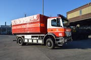 Mit Lastwagen werden die Wechsel-Ladebehälter (Welab) an den jeweiligen Einsatzort transportiert. (Bild: PD)
