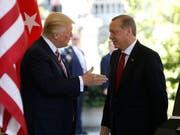 US-Präsident Donald Trump mit dem türkischen Staatschef Recep Tayyip Erdogan. (Bild: KEYSTONE/AP/PABLO MARTINEZ MONSIVAIS)