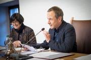 Gallus Hufenus (SP) übernahm Anfang 2018 das Präsidium des St.Galler Stadtparlaments. Vizepräsidentin wurde neu Barbara Frei (FDP). Morgen Dienstag, ab 16 Uhr, steht der nächste Stabwechsel im Parlamentspräsidium auf dem Programm. (Bild: Ralph Ribi)