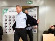 Die Berner SVP ebnet den Weg für eine erneute Kandidatur von Nationalrat Adrian Amstutz - sofern er den will. Die Partei hat dafür am Montag ihre Regelung zur Amtszeitbeschränkung angepasst. (Bild: KEYSTONE/PETER KLAUNZER)
