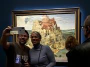 Besucherrekord im Kunsthistorischen Museum Wien für die bisher grösste Ausstellung des Werks von Pieter Bruegel dem Älteren. (Bild: KEYSTONE/APA/APA/HERBERT NEUBAUER)