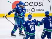 Die Vancouver Canucks (mit Sven Bärtschi/Nummer 47) haben Grund zum Jubeln (Bild: KEYSTONE/AP The Canadian Press/DARRYL DYCK)