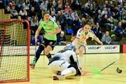 Zugs Ronja Bichsel (in Weiss) zeigt eine starke Leistung. (Bild: Maria Schmid (Zug, 6. Januar 2019))