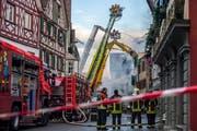 Die Feuerwehren von Steckborn, Frauenfeld, Kreuzlingen und Weinfelden löschen den Altstadtbrand. (Bild: Reto Martin (Steckborn, 21. Dezember 2015))