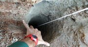 Der Schacht, in den der zweijährige Julen im spanischen Totalán gestürzt sein soll. (Bild: EPA)