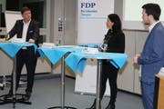 Hansjörg Brunner, Martina Pfiffner Müller (Moderatorin) und Simon Vogel beim Streitgespräch. (Bild: Christof Lampart)