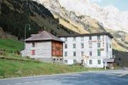 Ein Glarner Unternehmen präsentiert konkrete Pläne für das Hotel Tell. Der Besitzer wurde nicht kontaktiert. (Bild: bar (Urnerboden, 10. Oktober 2018))