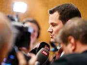 Der Genfer Staatsrat Pierre Maudet stört sich daran, dass die Staatsanwaltschaft seinen Amtskollegen Auszüge aus dem Protokoll einer Anhörung übermittelt hatte. (Bild: KEYSTONE/VALENTIN FLAURAUD)