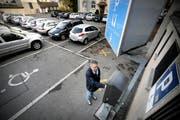 Kriens hat auf das Jahr 2019 die Parkgebühren erhöht. Zu sehen sind die inzwischen nicht mehr bestehenden Parkplätze hinter dem Gemeindehaus. (Archivbild: Pius Amrein)