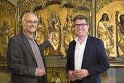 Projektleiter Guido Estermann (rechts) und Realisator Urs-Beat Frei am Kulturpunkt «Beinhaus St.Anna, Baar». (Bild: PD / Thomas Müller)