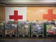 Plüschtiere und ähnliches wurden im Rahmen der Aktion «2x Weihnachten» für bedürftige Menschen gespendet. (Bild: KEYSTONE/ANTHONY ANEX)