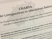 Um sie geht es: Die Charta der Lohngleichheit im öffentlichen Sektor. (Bild: Urs Brüschweiler)