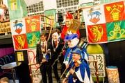 LFK-Präsident Mike Hauser (links) und sein Weibel Kari Bründler (rechts vorne) mit ihren Klonen bei der ersten Zusammenkunft der diesjährigen Fasnachtsgewaltigen im Schalander auf dem Eichhof-Areal am Montag, 14. Januar. (Bild: Bruno Gisi/PD)