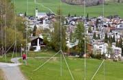 In der Schweiz wird immer mehr gebaut. Die Zersiedelungs-Initiative will dem Einhalt gebieten. (Bild: Arno Balzarini/Keystone, Flims, 1. Mai 2012)
