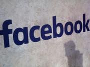 Das soziale Netzwerk reagiert auf Fake-News-Vorwürfe. (Bild: KEYSTONE/AP/THIBAULT CAMUS)