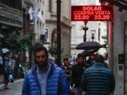 Hohe Inflation und schlechtes Umtauschverhältnis der eigenen Währung: Das ist die Realität in Argentinien. (Bild: KEYSTONE/EPA EFE/DAVID FERNÁNDEZ)