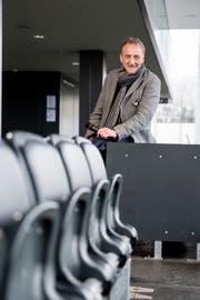 Auf dem Fussballplatz fühlt - hier in der IGP Arena in Wil - fühlt sich Dani Wyler wohl: «Wenn man als Fussballfan seinen Beruf in diesem Sport ausüben kann, ist das ein erfüllter Wunschtraum». (Bild: Mareycke Frehner)