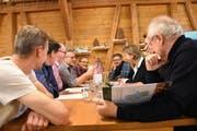 Die Gruppe Wild diskutierte angeregt, dennoch liessen die Teilnehmer den Humor nicht missen. (Bild: Urs M. Hemm)