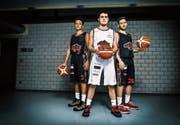 Tasten sich Schritt für Schritt an das NLA-Niveau heran: die drei SCB-Talente Noah Früh (18), Alexis Birboutsakis (18) und Jacques Safra (19, von links). (Bild: Boris Bürgisser (Luzern, 15. Januar 2019))
