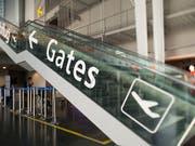 Auf dem Flughafen Basel-Mülhausen geht es weiter aufwärts. Im vergangenen Jahr wurden 8,6 Millionen Passagiere verzeichnet. Im laufenden Jahr sollen es neun Millionen sein. (KEYSTONE/Georgios Kefalas) (Bild: KEYSTONE/GEORGIOS KEFALAS)