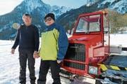 Bernhard und Hanny Egeter starteten mit dem aufgerüsteten Pistenfahrzeug in die Wintersaison. (Bild: Hildegard Bickel)