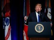US-Präsident Donald Trump stellt ein Strategiepapier zur Modernisierung der Raketenabwehr vor. (Bild: KEYSTONE/AP/EVAN VUCCI)