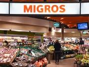 Die Migros-Gruppe hat im vergangenen Jahr ihren Umsatz um 1,3 Prozent auf 28,4 Milliarden Franken gesteigert. (Bild: KEYSTONE/MELANIE DUCHENE)