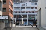 Urban statt dörflich: Im Zentrum, rund um das Gemeindehaus (ganz links, leicht angeschnitten) ist Ebikon schon heute dicht bebaut. (Bild: Boris Bürgisser (Ebikon, 18. Januar 2019))