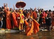 Zum ersten Mal werden auch Tausende Transsexuelle, «Hijras» genannt, am Fest teilnehmen. Bild: Rajat Gupta/EPA (Allahabad, 15. Januar 2019)
