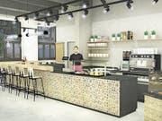 Die Visualisierung zeigt, wie das Innere des Cafés nach der Eröffnung aussehen könnte. (Bilder: PD/Ladenmacher AG)