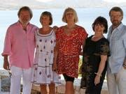 Sie lassen sich noch etwas Zeit mit den neuen Songs: Benny Andersson, Agnetha Fältskog, Anni-Frid Lyngstad und Björn Ulvaeus (mit im Bild Anderssons Ehefrau Mona Nörklit, Zweite von rechts). (Bild: Keystone/AP/THANASSIS STAVRAKIS)