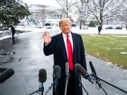 Nach der Absage der Teilnahme von US-Präsident Donald Trump am diesjährigen WEF wird gar keine US-Delegation nach Davos reisen. (Bild: KEYSTONE/EPA/JIM LO SCALZO)