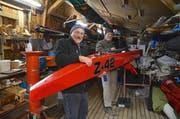 Fredy Rudolf und Urs Kasper bereiten sich in der Werkstatt auf die Eis-Segelrennen vor. (Bild: Margrith Pfister-Kübler)