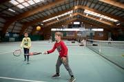 Das Tenniscenter Schenkon soll in den nächsten zehn Jahren abgerissen werden. Der Tennisclub steht vor einer ungewissen Zukunft. Bild: Corinne Glanzmann (28. Dezember 2018)