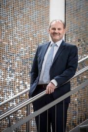 Der Weinfelder Gemeindepräsident Max Vögeli posiert im Treppenhaus der Gemeindeverwaltung. (Bild: Reto Martin)