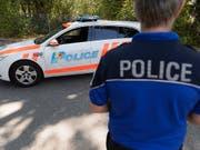 In Genf ist am Samstagmorgen ein etwa 20-jähriger Mann in einem Parkhaus erstochen worden. Der Täter ist flüchtig. (Bild: KEYSTONE/MARTIAL TREZZINI)