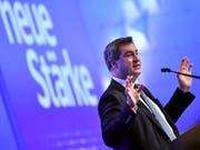 Markus Söder ist der neunte Parteichef in der Geschichte der CSU. Der Sonderparteitag wählte ihn am Samstag mit 87,4 Prozent der Stimmen zum Nachfolger von Horst Seehofer. (Bild: KEYSTONE/EPA/PHILIPP GUELLAND)