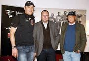 Finanzjongleur Michael S. (Mitte) sponserte den österreichischen Ex-Skirennfahrer Michael Walchhofer (links) und den ehemaligen Formel-1-Weltmeister Niki Lauda (rechts) – Geld sahen die beiden allerdings nie. (Bild: Mario Kneisl/GEPA (Kitzbühel, 20. Januar 2011))