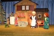 Szene aus dem aktuellen Nachmittagsstück «Frau Holle», der Wildhauser Puppenbühne. (Bild: Adi Lippuner)