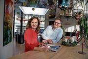 Annalise und Johann Peter (JP) Wirz in ihrem Reisebüro in Sarnen. (Bild: Corinne Glanzmann (18. Dezember 2018))