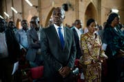 Er will friedlich gegen das Wahlergebnis protestieren: der laut den geleakten Zahlen vermeintliche Sieger Martin Fayulu. Bild: Jerome Delay/AP (Kinshasa, 29. Dezember 2018)