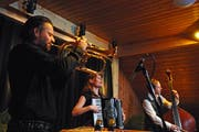Jütz sind Daniel Woodtli aus Bern, Isa Kurz und Philipp Moll aus dem Tirol. Bild: Michael Hug