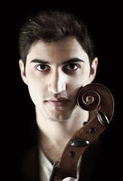 Er legt mit seinem Cello eine steile Musikerkarriere hin: Kian Soltani, Vorarlberger mit iranischen Eltern. (Bild: Nikolaj Lund)