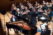 Doppelt im Einsatz mit Mozart und Haydn: Pianist Rudolf Buchbinder mit dem Luzerner Sinfonieorchester unter Storgärds (Bild: Eveline Beerkircher)