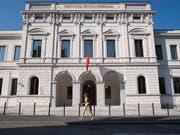 Das Bundesstrafgericht in Bellinzona hat einen früheren UBS-Mitarbeitenden wegen wirtschaftlichen Nachrichtendienstes in Abwesenheit zu einer Freiheitsstrafe von 40 Monaten verurteilt. Er hatte Bankkundendaten an Deutschland verkauft. (Bild: KEYSTONE/TI-PRESS/ALESSANDRO CRINARI)