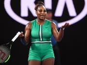 epa07305596 Serena Williams of the USA reacts during her women's singles fourth round match against Simona Halep of Romania at the Australian Open Grand Slam tennis tournament in Melbourne, Australia, 21 January 2019. EPA/LUKAS COCH AUSTRALIA AND NEW ZEALAND OUT (Bild: KEYSTONE/EPA AAP/LUKAS COCH)
