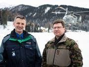 Sie sorgen für die Sicherheit in Davos: Der Bündner Polizeikommandant Walter Schlegel (links) und Korpskommandant Aldo Schellenberg. (Bild: KEYSTONE/GIAN EHRENZELLER)