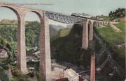 Der fertige Sitterviadukt auf einer Ansichtskarte von 1911. Hinter der Brücke mit dem Zug ist das Ostportal des Sturzeneggtunnels zu erkennen.